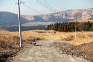ホンダCB250Rで阿蘇山ツーリング。絶景を走り、あか牛丼を食べて火口見学して帰る