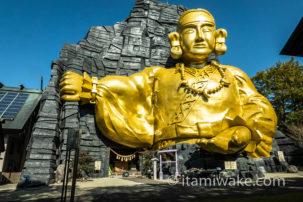 神命大神宮那須別宮で新興宗教団体が作った「黄金の巨大神像」を見る