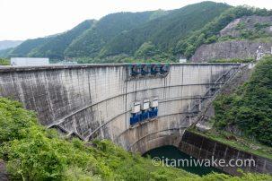 愛知が誇る巨大な壁、矢作ダムを穴があくまで見つめる