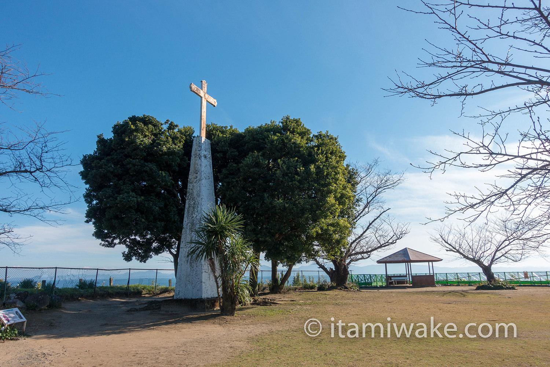 原城広場に立つ十字架