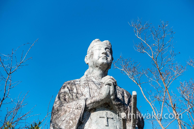 天草四郎の像のアップ