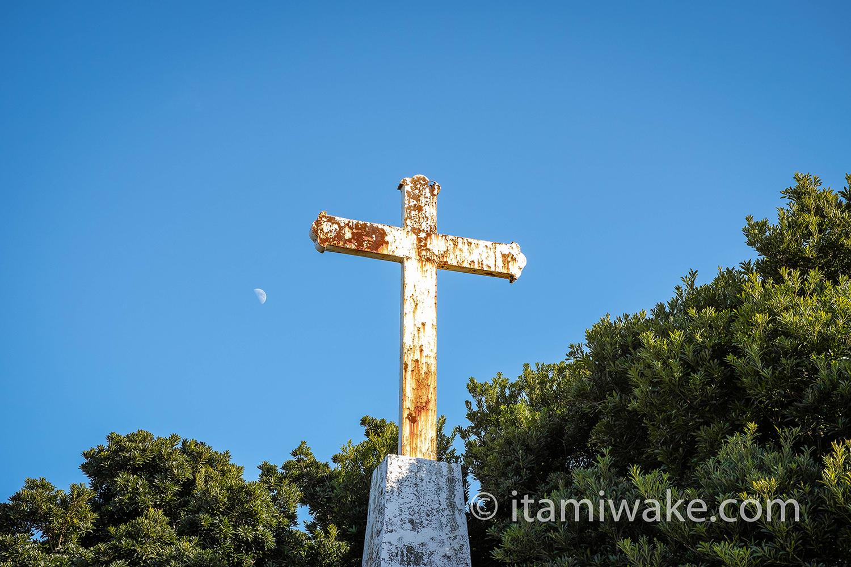 十字架と月
