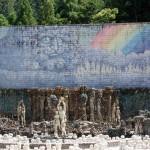 陶芸空間虹の泉:三重の山奥に突然現れる陶芸作品群に圧倒!