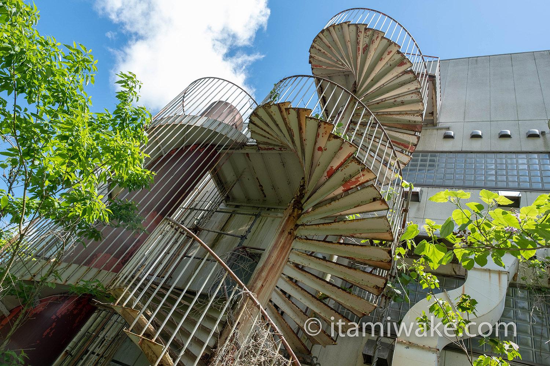 バイオハザード研究所の螺旋階段